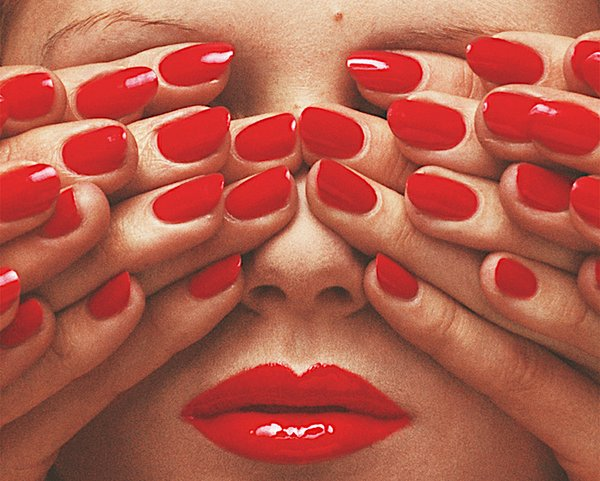 Frizz 03-20 Talstraße Guy Bourdin_French Vogue, May 1970 (c) The Guy Bourdin Estate, 2019  courtesy Art and Commerce.jpg